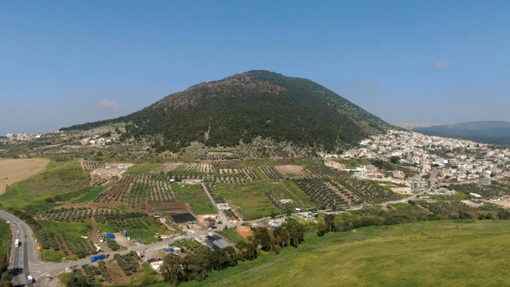 Israelin vuorilla rukoillen