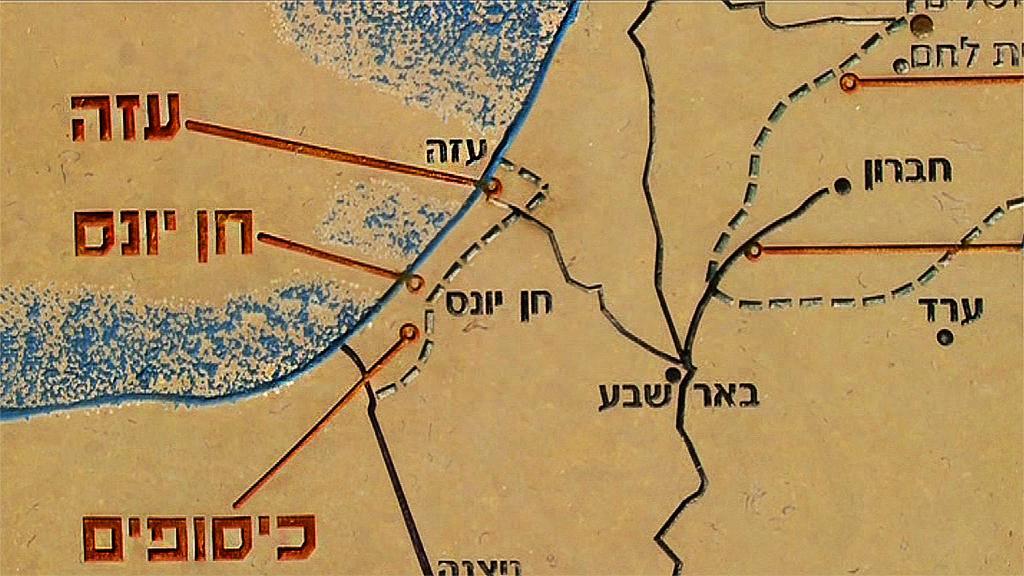 Efter operation molnstoden i november 2012 har endast en missil skjutits från Gaza mot Israel. Vi tog reda på hur livet ser ut för dem som lever som grannar till Gaza under denna lugna period. Vi tog också reda på vad blockaden av Gaza egentligen handlar om.